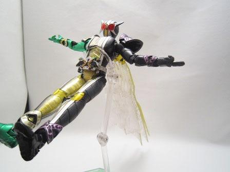 S.H.フィギュアーツ 仮面ライダーW サイクロンジョーカーゴールドエクストリーム