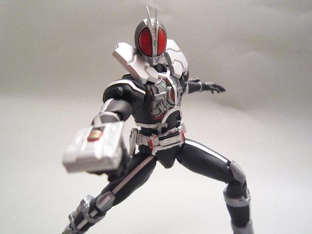 S.H.フィギュアーツ 仮面ライダーファイズ アクセルフォーム