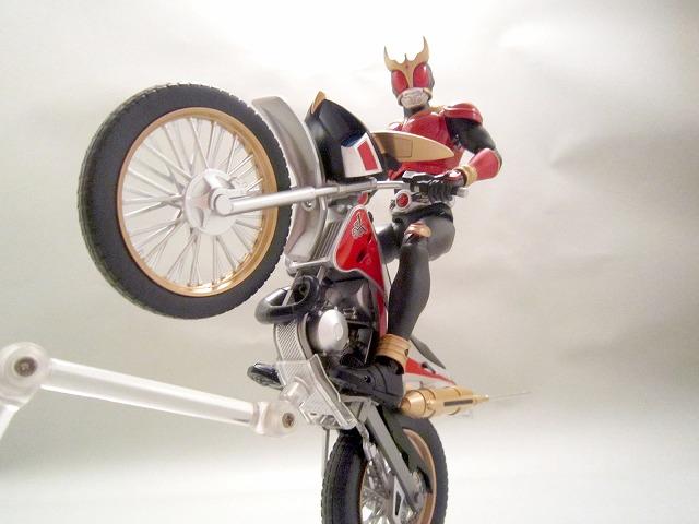 S.H.フィギュアーツ トライチェイサー2000 仮面ライダークウガ