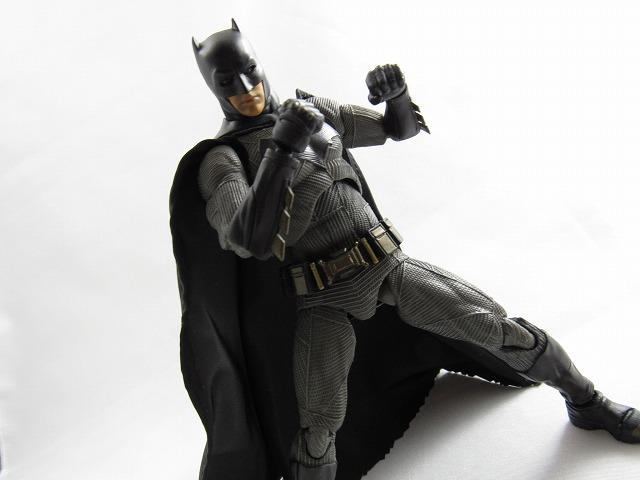 MAFEX マフェックス バットマン(バットマンVSスーパーマン) レビュー
