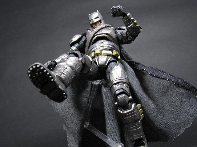 MAFEX マフェックス アーマードバットマン バットマンVSスーパーマン レビュー