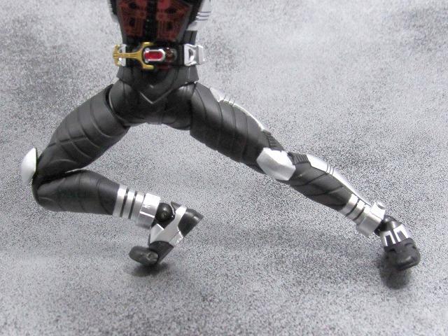 S.H.フィギュアーツ 仮面ライダーダークカブト ライダーフォーム 真骨彫製法  レビュー