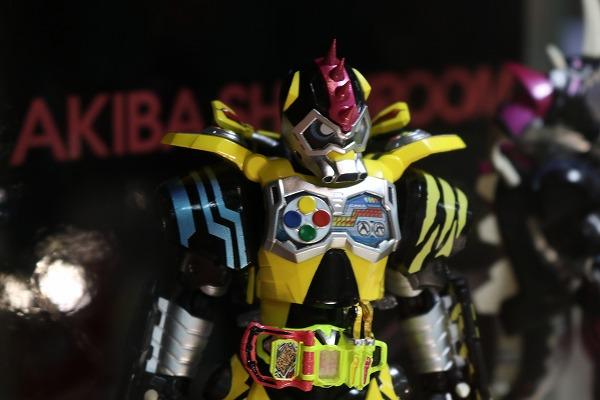 S.H.フィギュアーツ 仮面ライダーレーザー ハンターバイクゲーマー レベル5