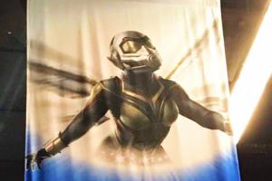 『アントマン&ワスプ』のワスプ新スーツのコンセプトアートが公開!D23expの広告バナーにて
