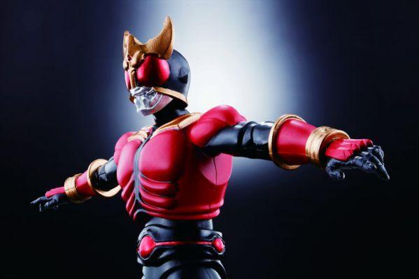 【本日予約締切】ヒーローズ×フルSAGAがコラボ!コミック版『仮面ライダークウガ』フィギュアが同梱!