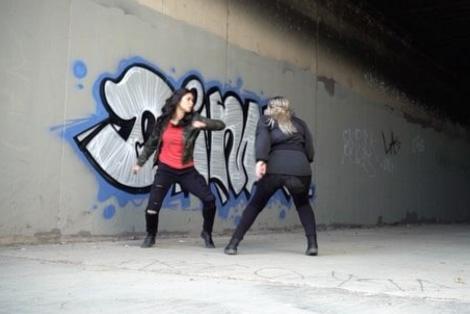エレクトラVSブラック・ウィドウ!?キャラクターを演じる女性スタントがアクション動画を公開!