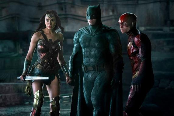 『ジャスティスリーグ』から3人のヒーローのスチル写真が公開!3度目となる意味深な並び立ち!