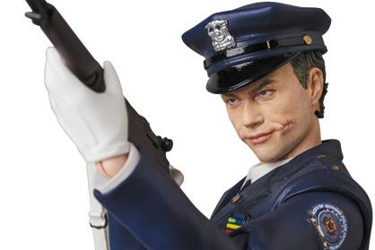 MAFEX新作!『ダークナイト』からジョーカー(Cop Ver.)が予約開始!オプションで伝説のシーンも再現!