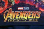 『アベンジャーズ4(仮)』の撮影現場が目撃!前スーツのキャプテンアメリカや、腕に着ける謎のアイテムとは?