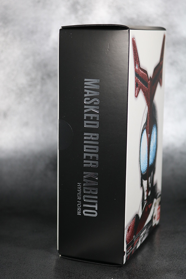 S.H.フィギュアーツ 仮面ライダーカブト ハイパーフォーム 真骨彫製法 レビュー 箱 パッケージ