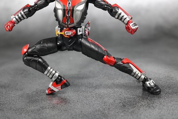 S.H.フィギュアーツ 仮面ライダーカブト ハイパーフォーム 真骨彫製法 レビュー 可動