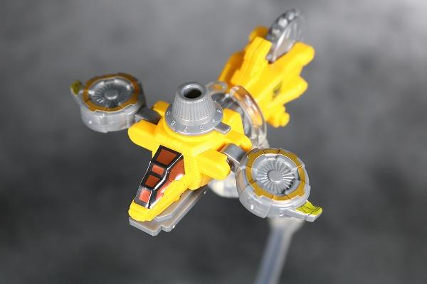ミニプラ ルパンカイザー VSビークル合体シリーズ01 イエローダイヤルファイター 全身 レビュー