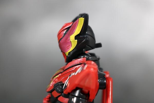 創動 仮面ライダービルド BUILD8 Feat.装動 仮面ライダービルド スマホウルフフォーム  レビュー