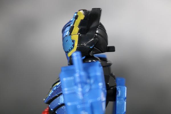 創動 仮面ライダービルド BUILD8 Feat.装動 仮面ライダービルド ラビットタンクハザードフォーム  レビュー 全身