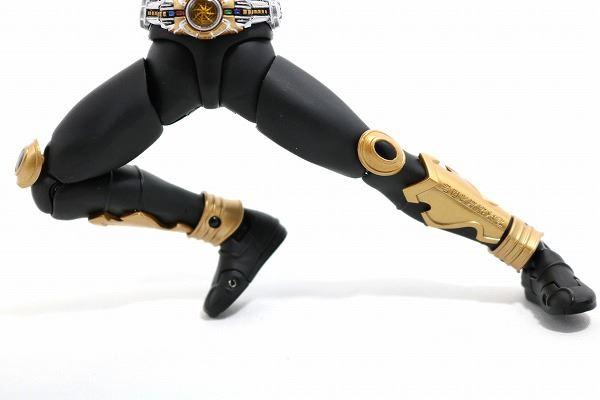 S.H.フィギュアーツ 仮面ライダークウガ アメイジングマイティ 真骨彫製法 レビュー 可動範囲