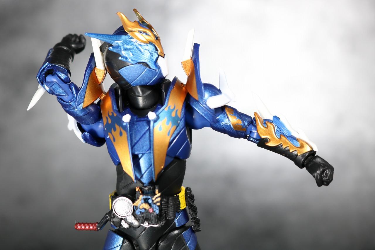 S.H.フィギュアーツ 仮面ライダークローズ レビュー 可動範囲