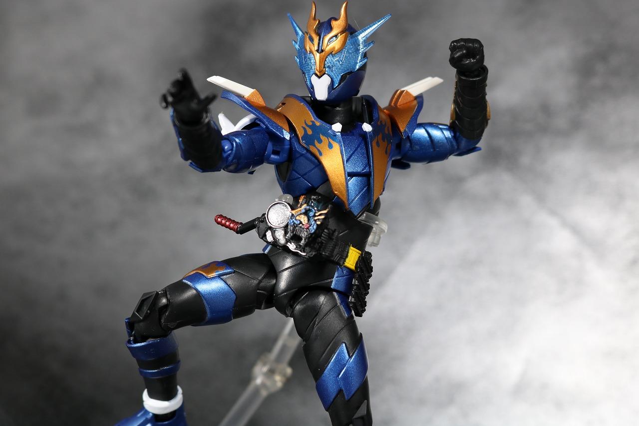 S.H.フィギュアーツ 仮面ライダークローズ レビュー アクション