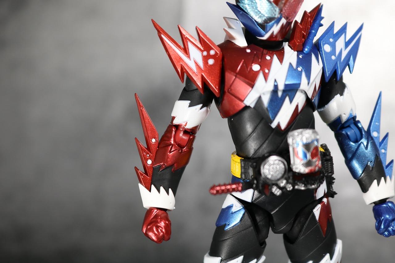 S.H.フィギュアーツ 仮面ライダービルド ラビットタンク スパークリング レビュー 全身