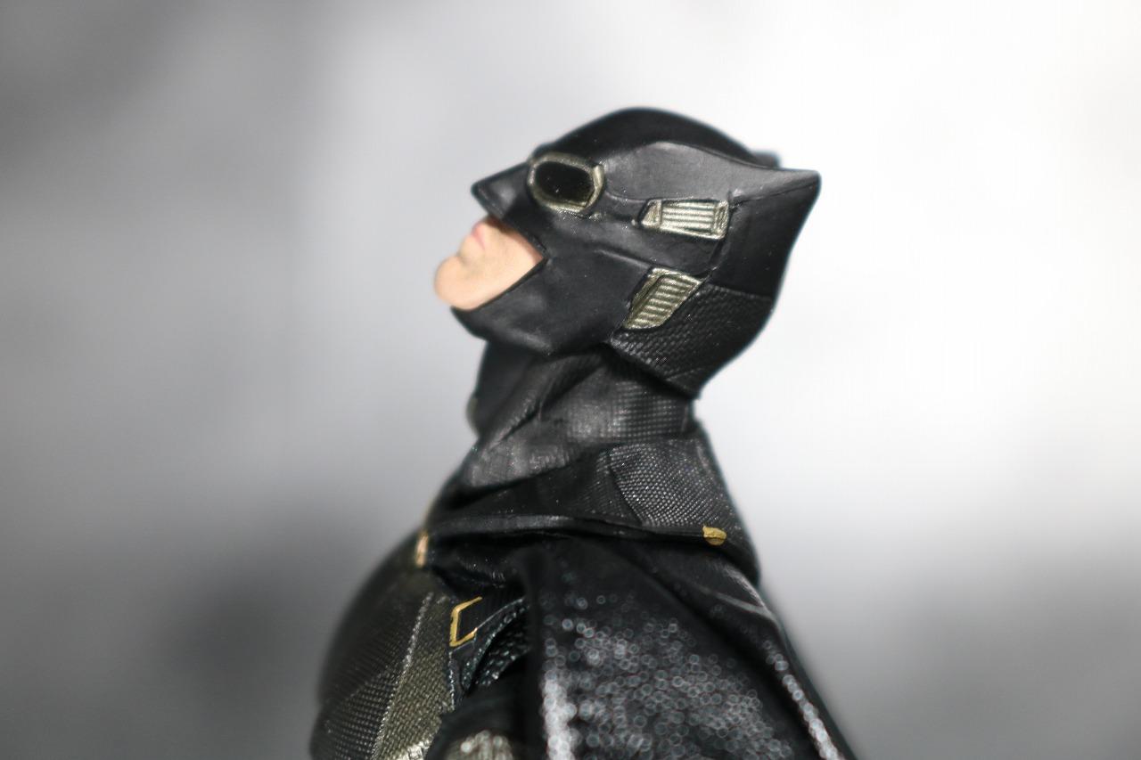 MAFEX マフェックス バットマン タクティカルスーツ レビュー 可動範囲