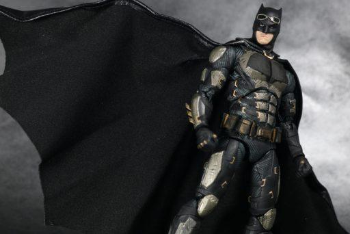 『フラッシュ』撮影現場からベン・アフレック版バットマンの姿が目撃 ー 大型バイクを乗り回す