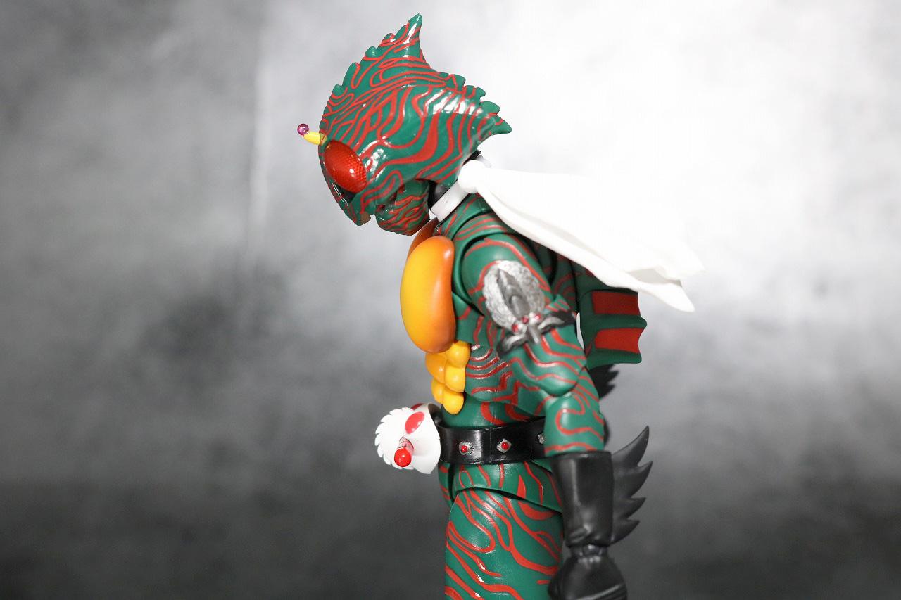 S.H.フィギュアーツ 仮面ライダーアマゾン 真骨彫製法 レビュー 可動範囲