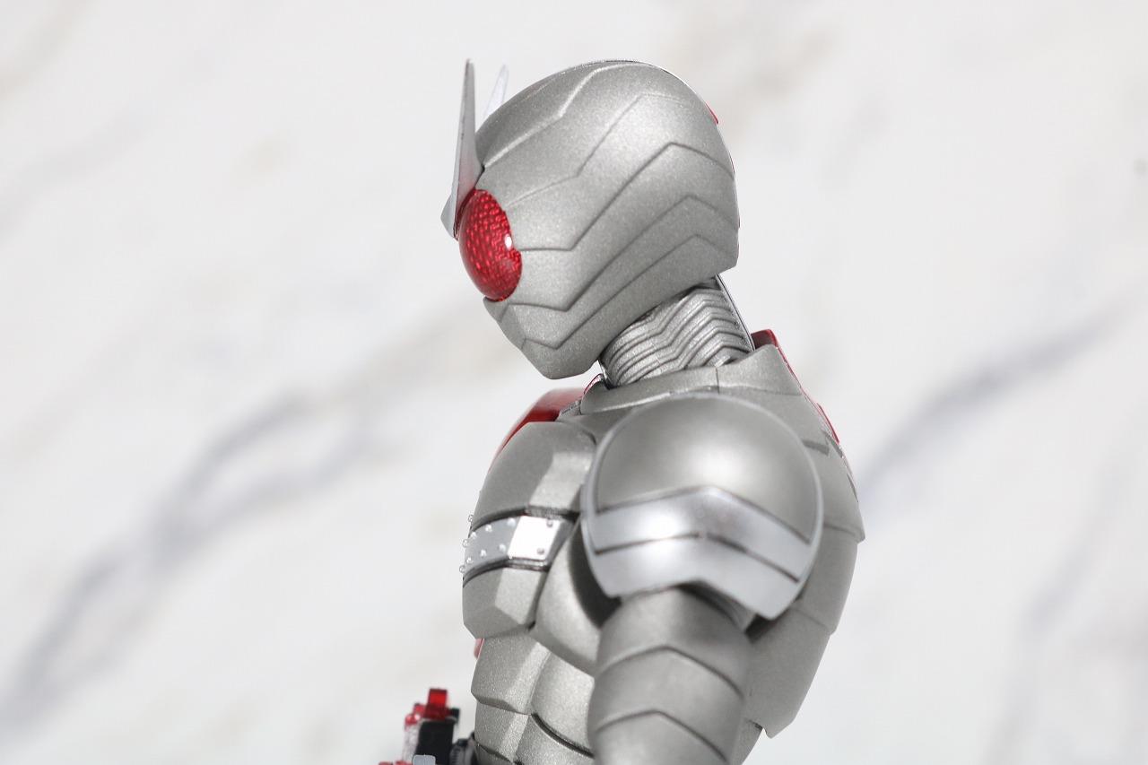 S.H.フィギュアーツ 仮面ライダーW ヒートメタル 真骨彫製法 レビュー 可動範囲
