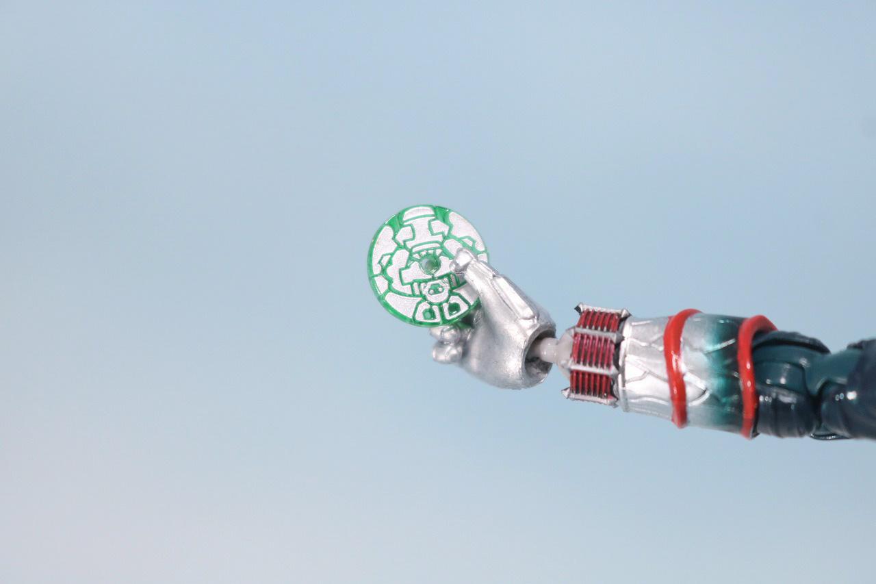 S.H.フィギュアーツ 仮面ライダー轟鬼 真骨彫製法 レビュー 付属品緑大猿 リョクオオザル