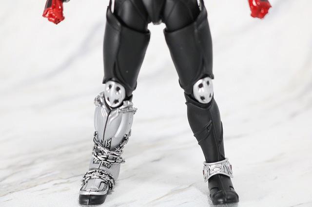 S.H.フィギュアーツ 仮面ライダーキバ キバフォーム 真骨彫製法 レビュー 全身
