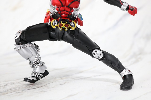 S.H.フィギュアーツ 仮面ライダーキバ キバフォーム 真骨彫製法 レビュー 可動範囲