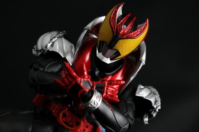 S.H.フィギュアーツ 仮面ライダーキバ キバフォーム 真骨彫製法 レビュー アクション