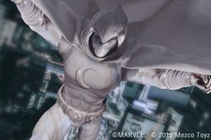 【予約開始】MEZCO新作!ムーンナイトが発売決定!真っ白なスーツとマントを完全再現!素顔頭部付き!