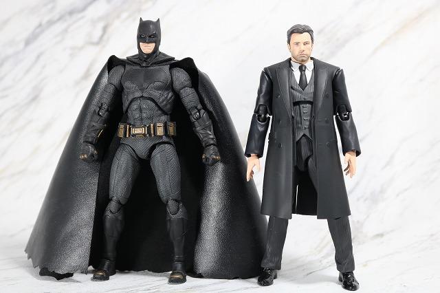 MAFEX ブルース・ウェイン ジャスティスリーグ レビュー 全身 バットマン 比較
