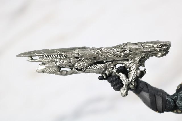 MAFEX ブルース・ウェイン ジャスティスリーグ レビュー 付属品 パラデーモン 銃
