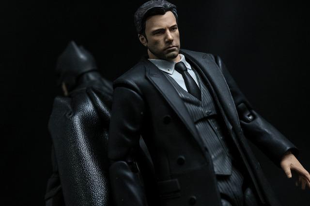 MAFEX ブルース・ウェイン ジャスティスリーグ レビュー アクション バットマン