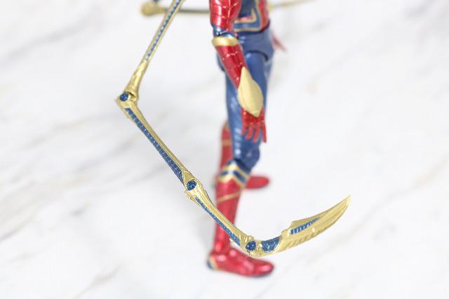 MAFEX アイアン スパイダーマン レビュー 付属品 ピンサー