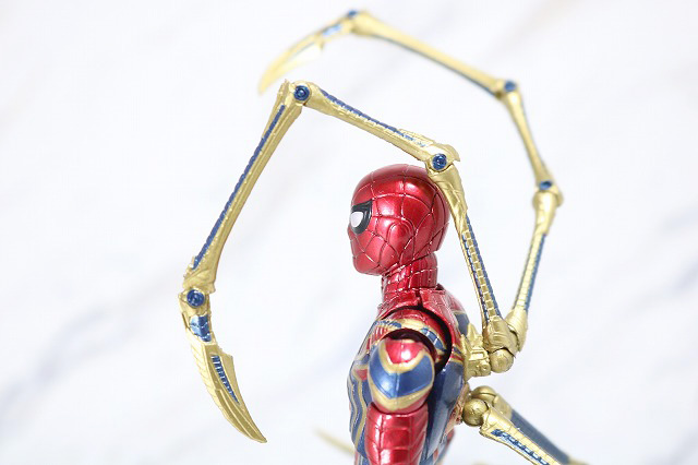 MAFEX アイアン スパイダーマン レビュー 可動範囲 ピンサー