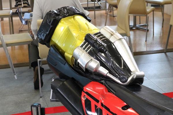 Honda ウエルカムプラザ青山 仮面ライダーマシン特別展示 仮面ライダービルド マシンビルダー