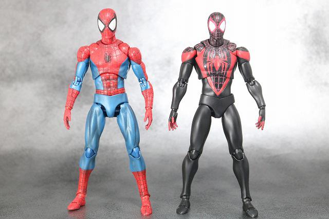 MAFEX スパイダーマン マイルス・モラレス 全身 スパイダーマン ピーター・パーカー COMIC 比較