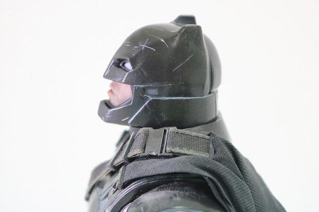 ホットトイズ ムービーマスターピース アーマードバットマン ブラック・クロム レビュー 可動範囲