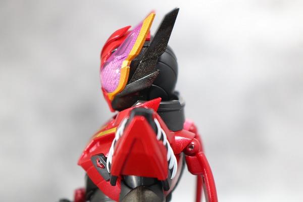 S.H.フィギュアーツ 仮面ライダービルド ラビットラビットフォーム レビュー 全身