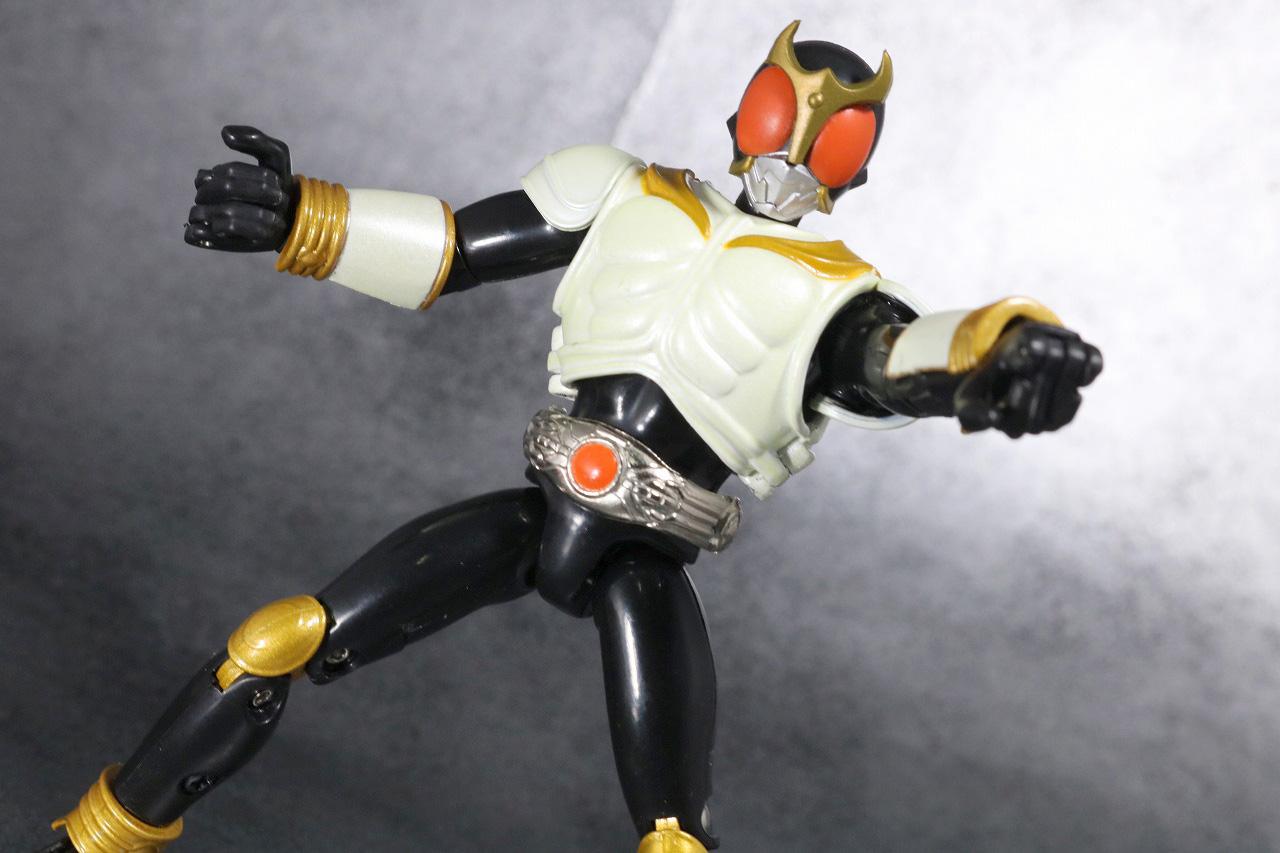 装着変身 仮面ライダークウガ マイティフォーム&グローイングフォーム レビュー グローイングフォームのアクション