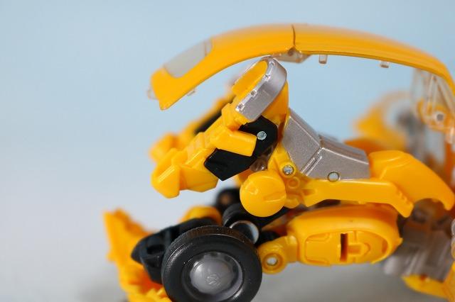 TFスタジオシリーズ SS-16 バンブルビー レビュー ビークルモード ロボットモード 変形
