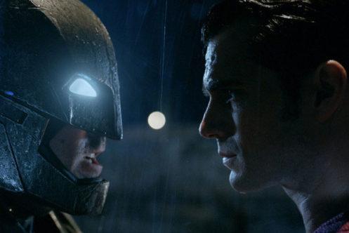 『バットマンVSスーパーマン』、例のマーサのシーンにはどういう意図が? - 監督が明かす
