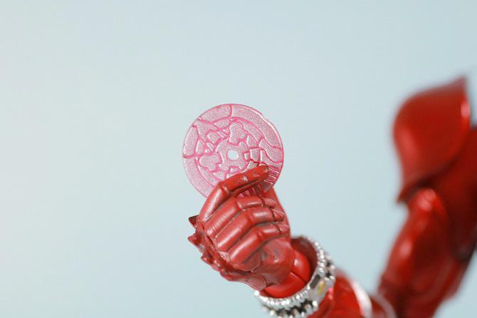 S.H.フィギュアーツ 仮面ライダー響鬼紅 真骨彫製法 レビュー 付属品 ディスクアニマル アカネタカ