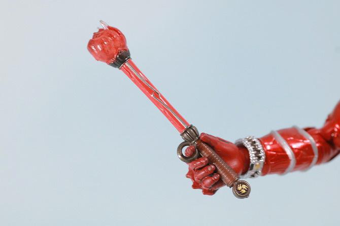 S.H.フィギュアーツ 仮面ライダー響鬼紅 真骨彫製法 レビュー 付属品 音撃棒 烈火