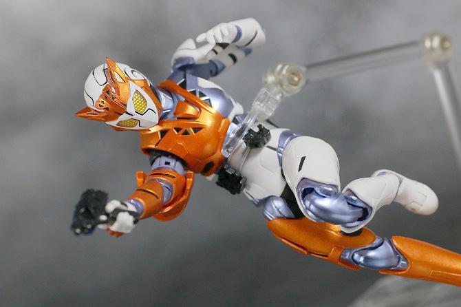 S.H.フィギュアーツ 仮面ライダーバルキリー ラッシングチーター レビュー アクション