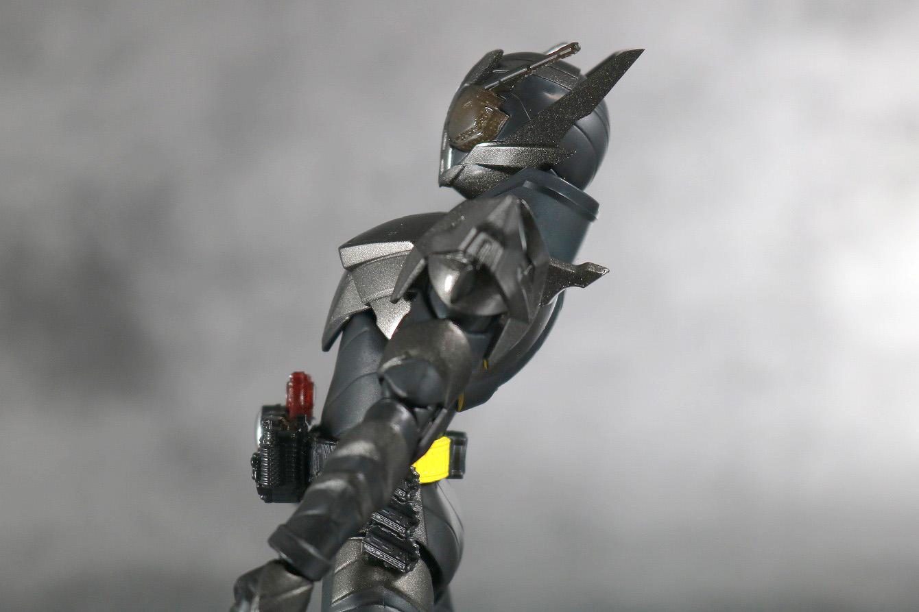 S.H.フィギュアーツ 仮面ライダーメタルビルド レビュー 可動範囲 腰のけぞり可動