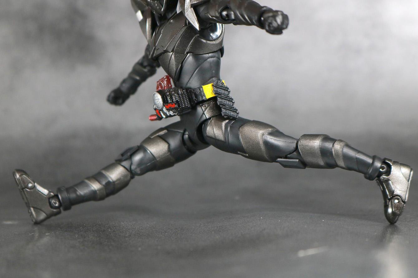 S.H.フィギュアーツ 仮面ライダーメタルビルド レビュー 可動範囲 開脚前後