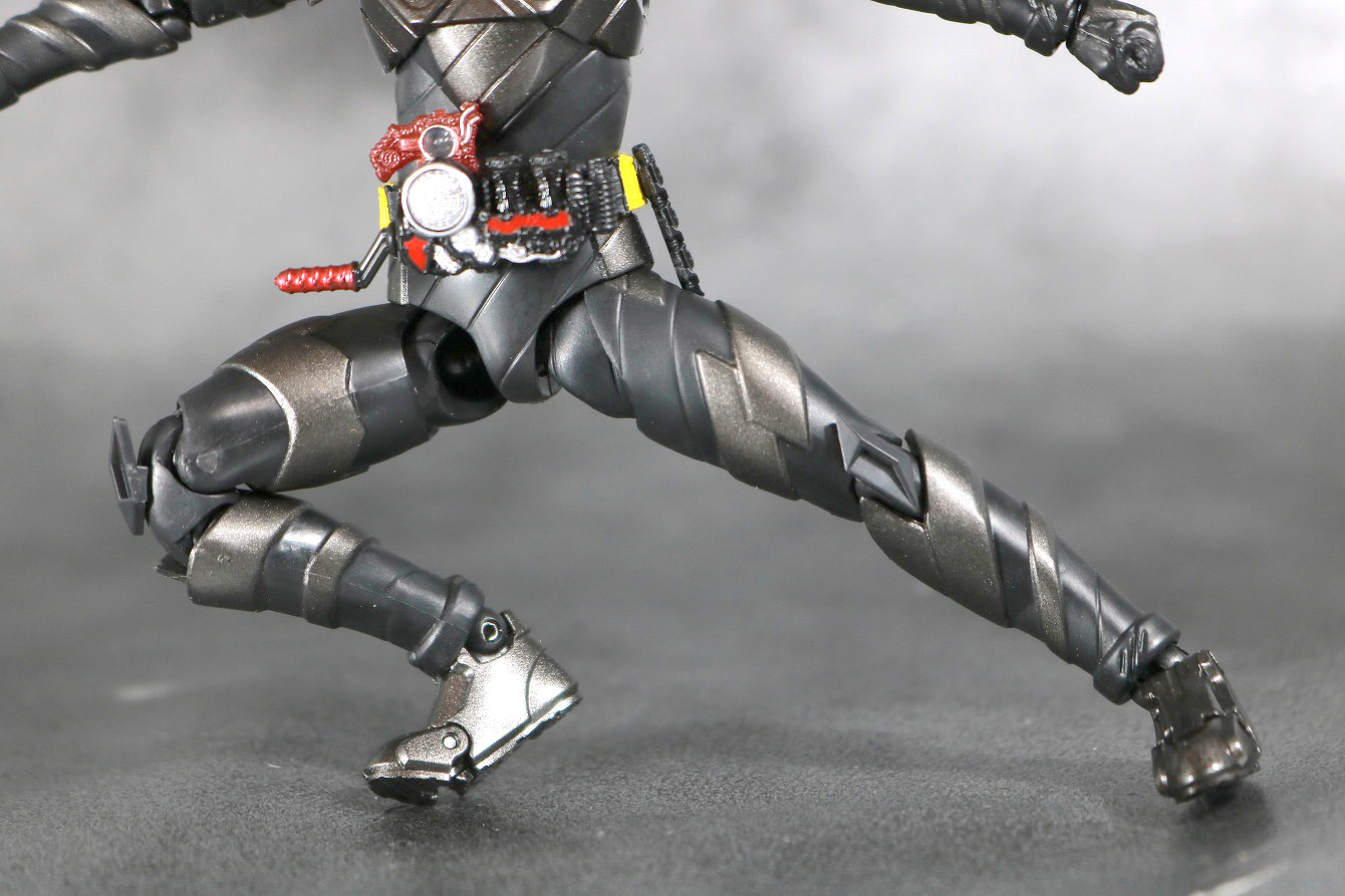 S.H.フィギュアーツ 仮面ライダーメタルビルド レビュー 可動範囲 開脚左右