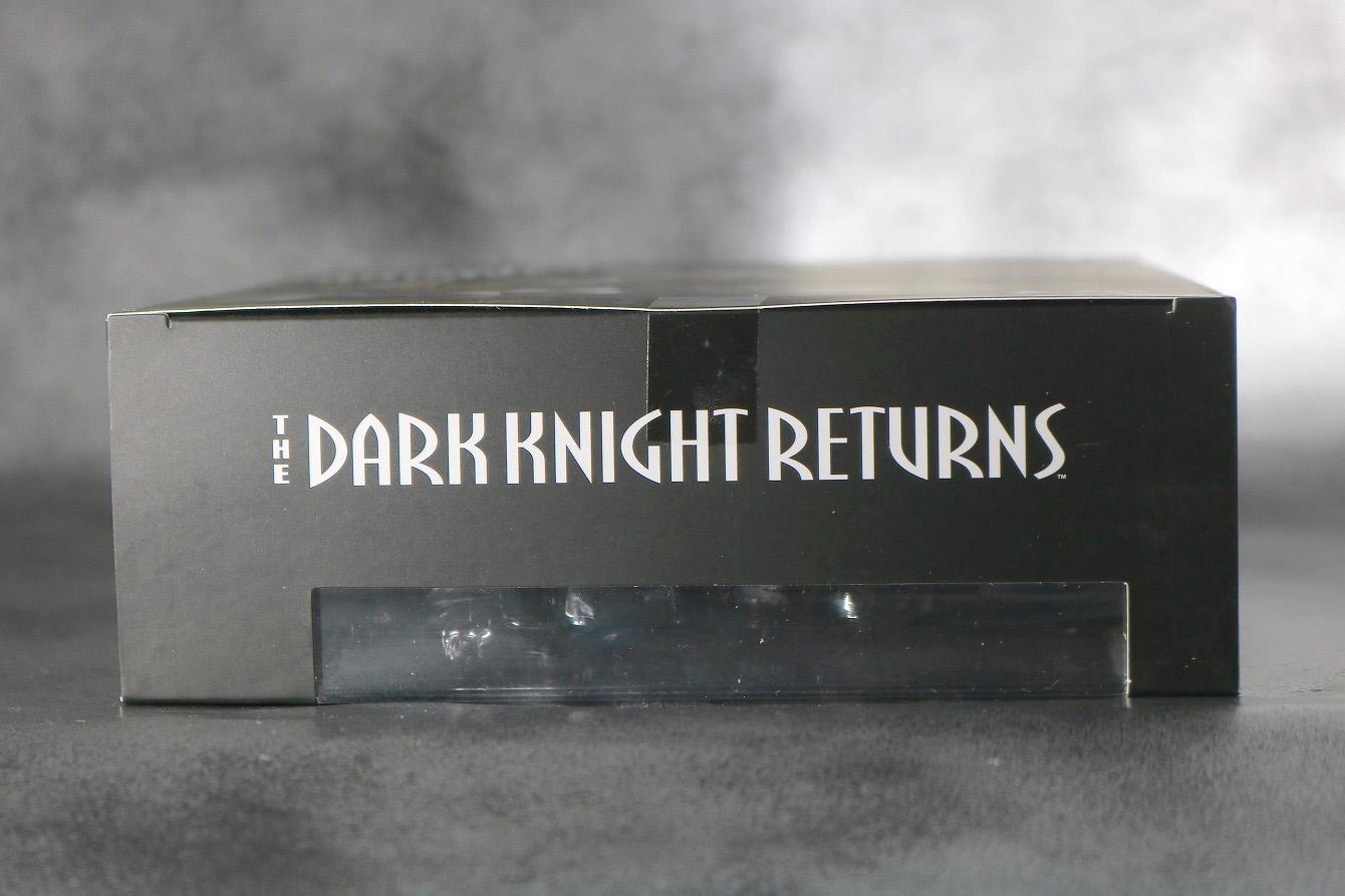 MAFEX バットマン(The Dark Knight Returns) レビュー パッケージ